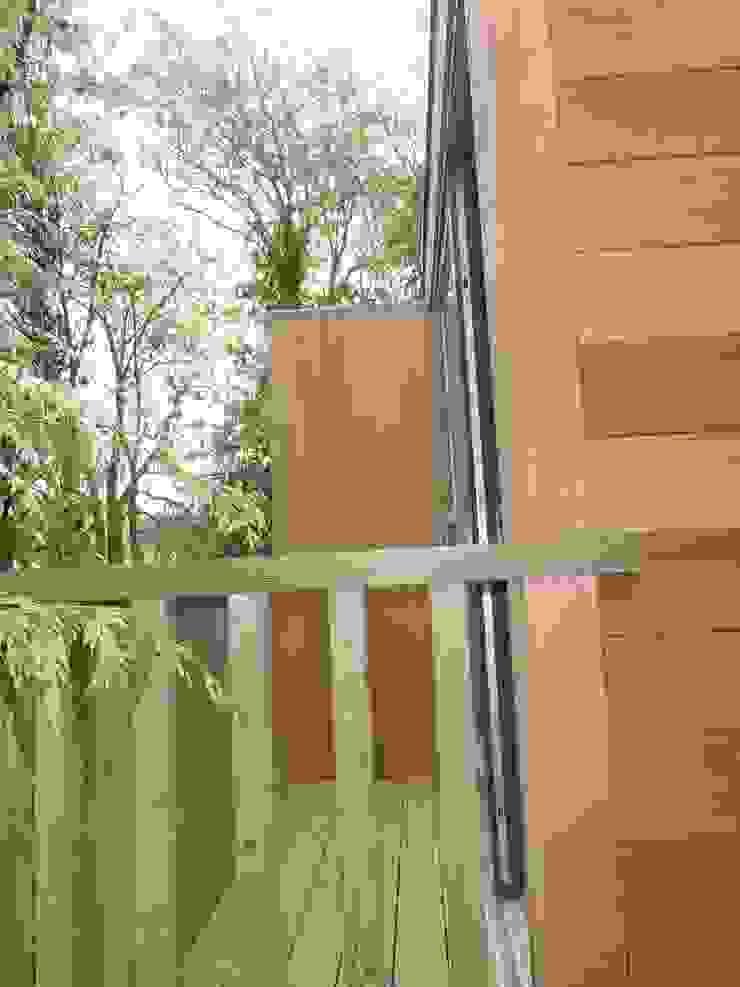 Cedar Clad SIPS built Box , clean contemporary modern build . Modern houses by sales94 Modern