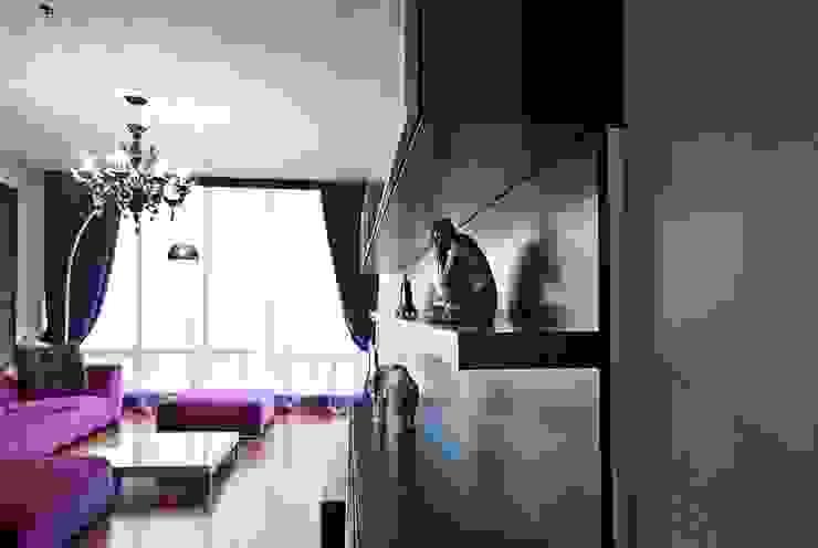 """Квартира в апартаментах """"Мариот» Стены и пол в стиле модерн от freelancer Модерн"""
