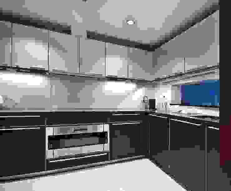 """Квартира в апартаментах """"Мариот» Кухня в стиле модерн от freelancer Модерн"""