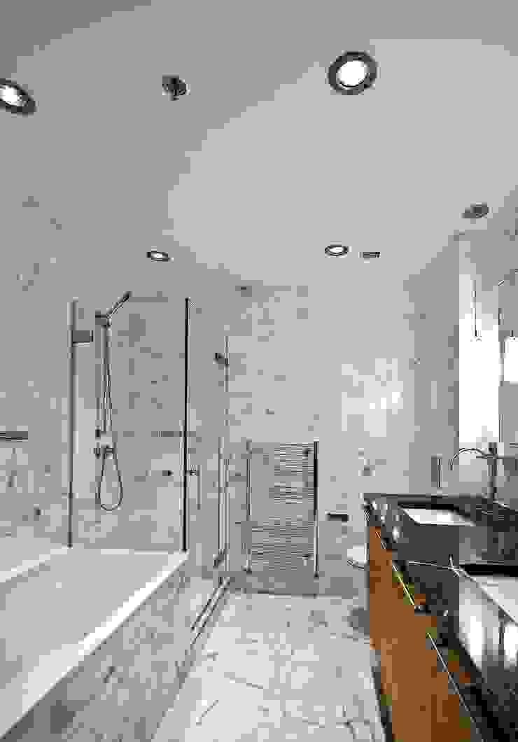 """Квартира в апартаментах """"Мариот» Ванная комната в стиле модерн от freelancer Модерн"""