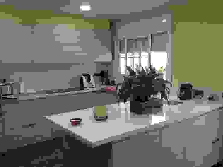 El Masnou Cocinas de estilo moderno de Nivell Estudi de Cuines, S.L Moderno