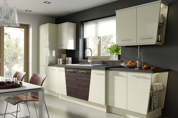 Nixon Ivory Gloss with our Signature Flight units: modern  by Sigma 3 Kitchens, Modern