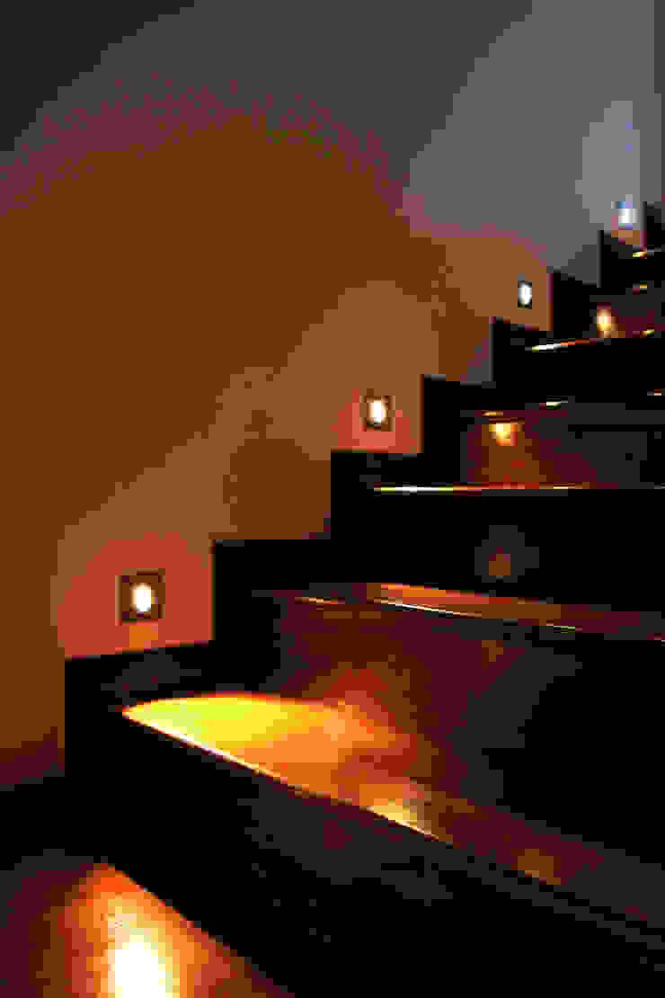 ŞEVKET KÜÇÜKASLAN EVİ Klasik Koridor, Hol & Merdivenler NM Mimarlık Danışmanlık İnşaat Turizm San. ve Dış Tic. Ltd. Şti. Klasik