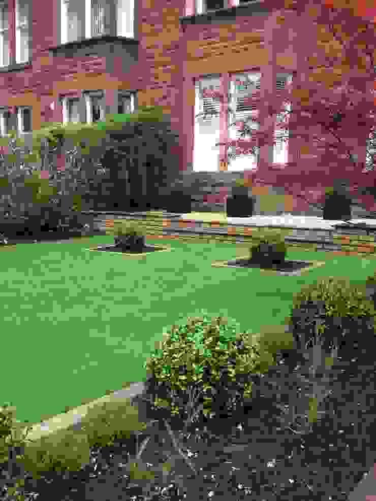 Artificial turf by Anne Macfie Garden Design