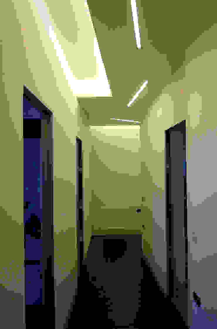 casa Pannella raffaele iandolo architetto Ingresso, Corridoio & Scale in stile moderno