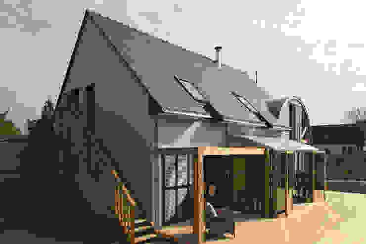 Façade sud avec terrasse bois Maisons modernes par Patrice Bideau a.typique Moderne