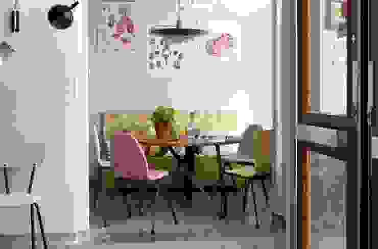 Twister eettafel voor Spoinq:  Eetkamer door Marc Th. van der Voorn,