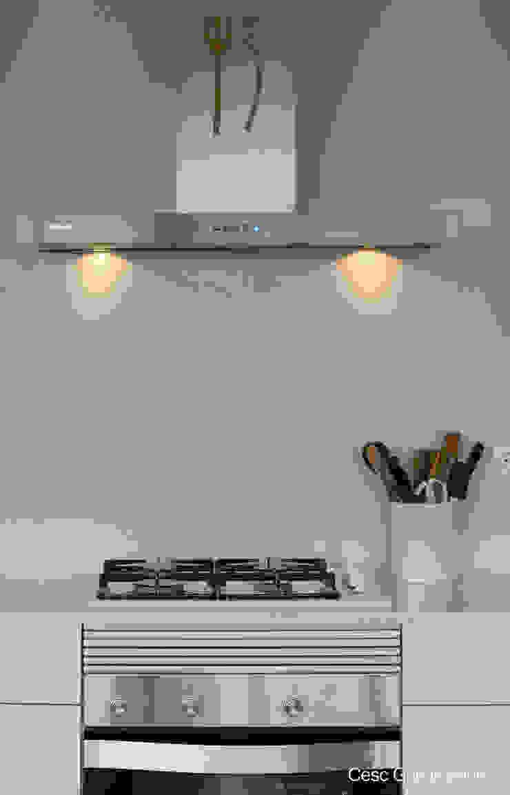 Campana decorativa PANDO Cocinas de estilo moderno de Nivell Estudi de Cuines, S.L Moderno