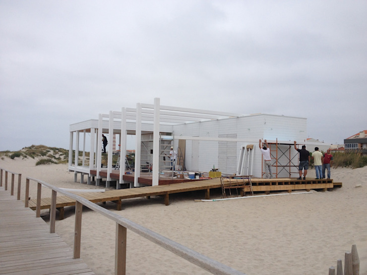 Apoio de Praia Completo – Offshore por SAFE Arquitetura Minimalista