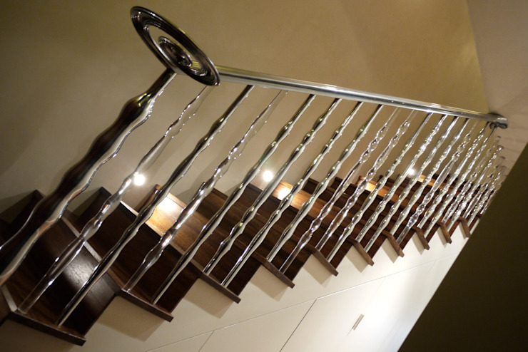'Pod' hand cast aluminium and clear acrylic sculptural balustrade Zigzag Design Studio (Sculptural Structures) Modern Corridor, Hallway and Staircase