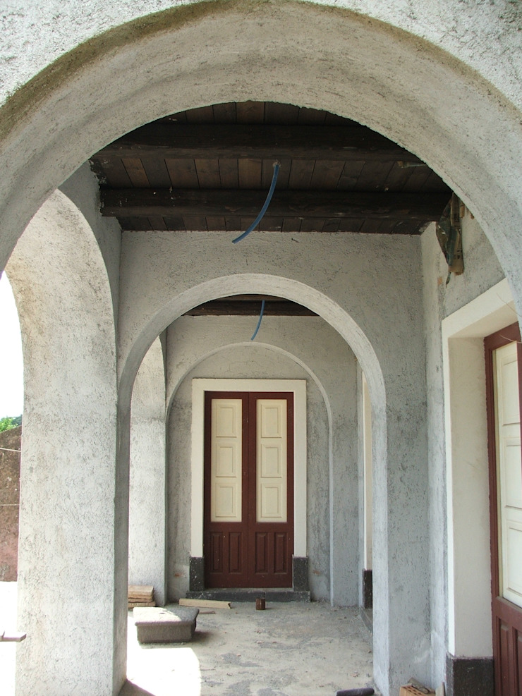 Il portico Finestre & Porte in stile mediterraneo di Antonio Torrisi Mediterraneo