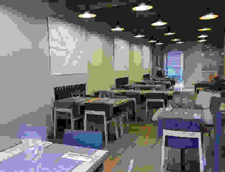 RESTAURANTE EN VIC Gastronomía de estilo moderno de KITS INTERIORISME Moderno