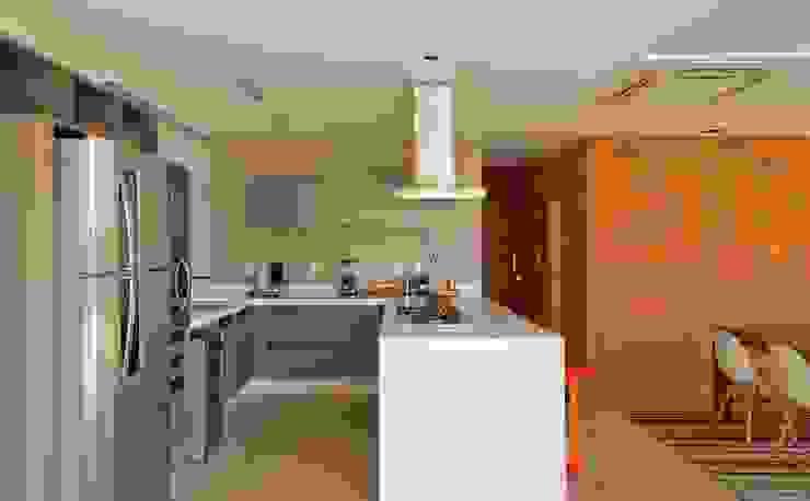 VISTA DA COZINHA Cozinhas modernas por Pimont Arquitetura Moderno