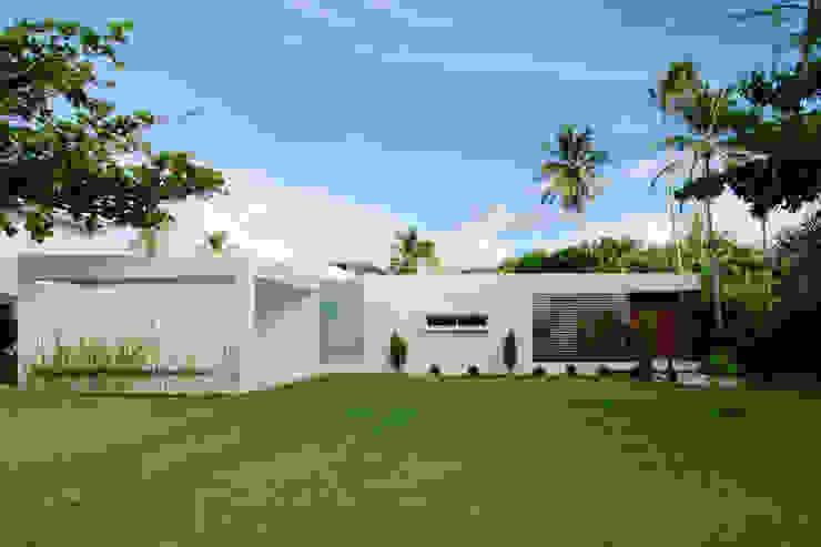 Casa Carqueija: Casas  por dantasbento | Arquitetura + Design,