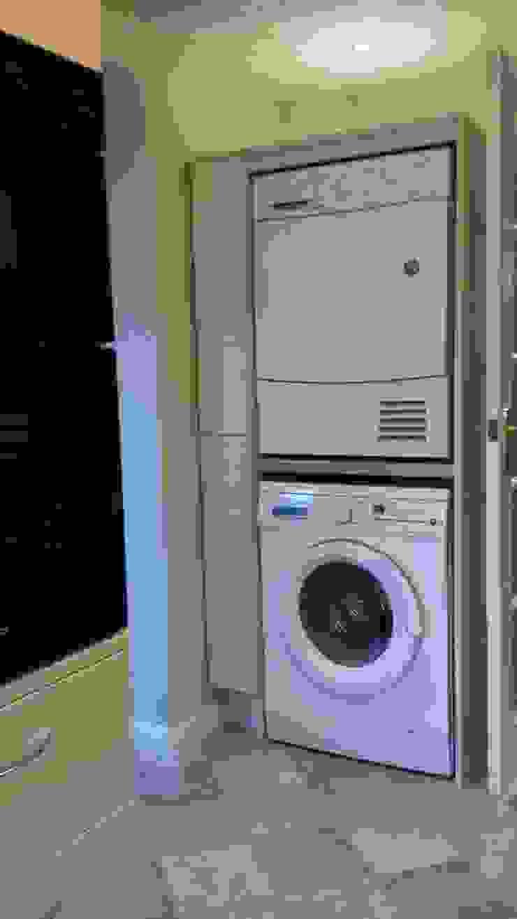 Stacking tumble dryer on washing machine の The Kitchen Makeover Shop Ltd