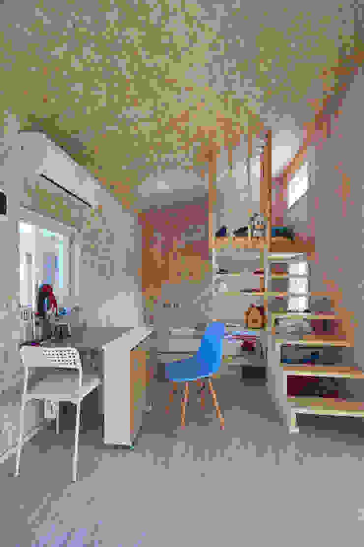 부여 작은집 / Buyeo Small House 러스틱스타일 복도, 현관 & 계단 by lokaldesign 러스틱 (Rustic)