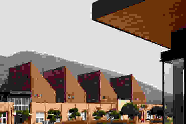 청산도 느린섬 여행학교 모던스타일 주택 by (주)오우재건축사사무소 OUJAE Architects 모던