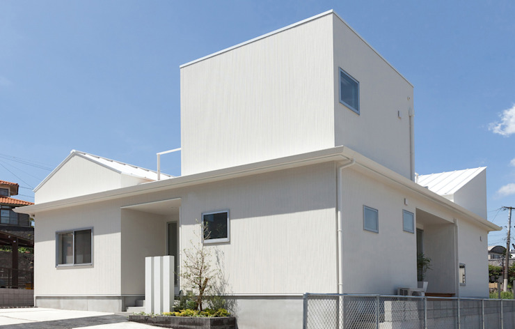 Modern houses by イノウエセッケイジムショ Modern