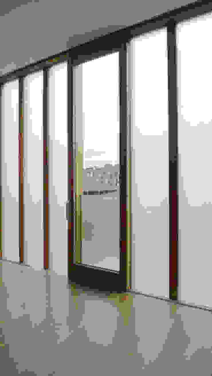 HS Portal Lift & Slide Door Hardware Modern balcony, veranda & terrace by Coastal Joinery Hardware Modern