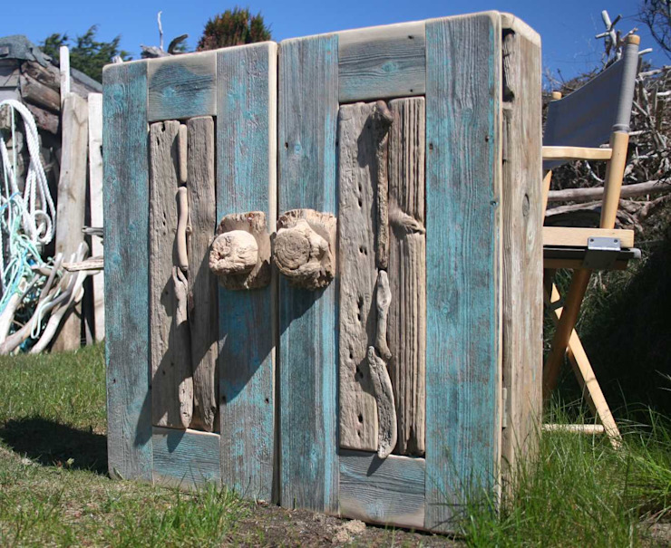 Driftwood wall cabinet: rustic  by Julia's Driftwood, Rustic