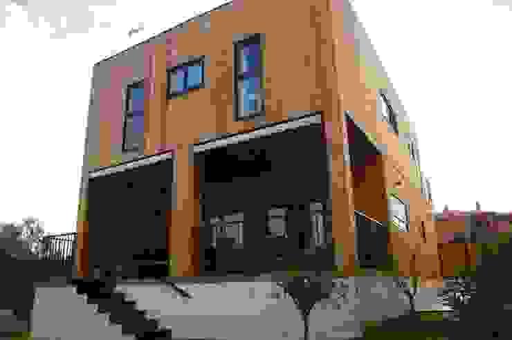 Casa de madera Natura Rosso 165 dúplex Casas modernas de Casas Natura Moderno