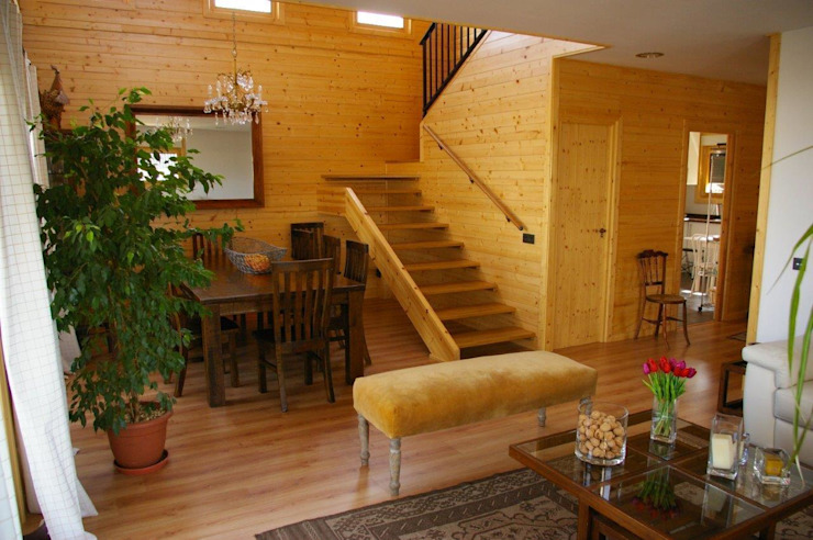 Escalera Natura Rosso 165 Pasillos, vestíbulos y escaleras de estilo moderno de Casas Natura Moderno