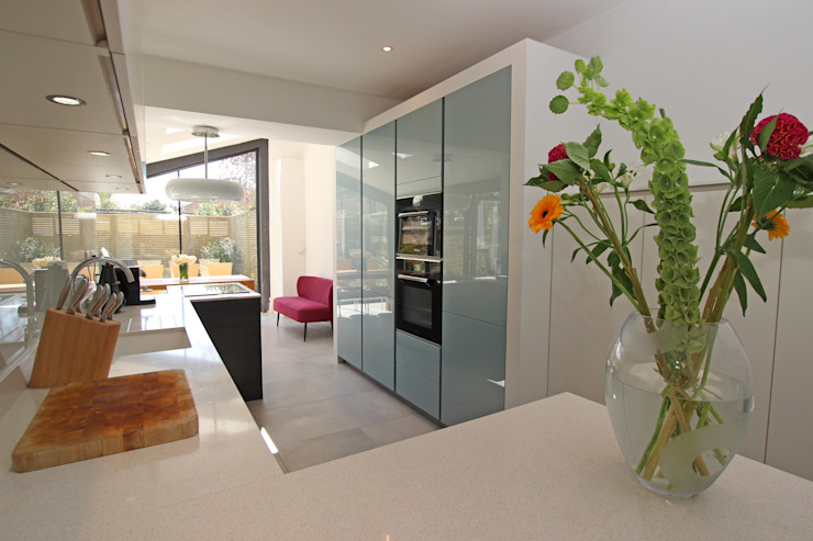 Narrow kitchen extension Modern kitchen by LWK London Kitchens Modern