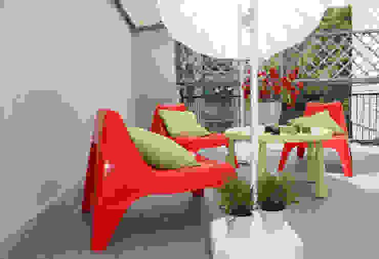 terrazza Balcone, Veranda & Terrazza in stile moderno di stagemyhome Moderno