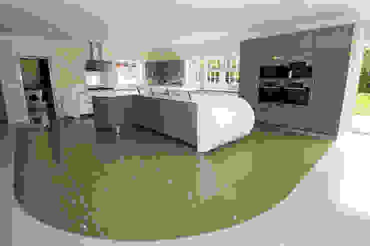 Curved kitchen extension LWK London Kitchens 現代廚房設計點子、靈感&圖片