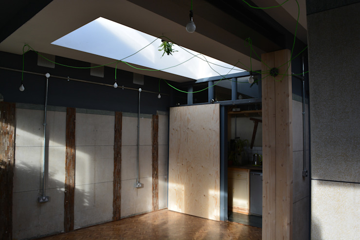 Studio Loo - a new office space from an old public wc Industrial style office buildings by Claire Potter Design Industrial