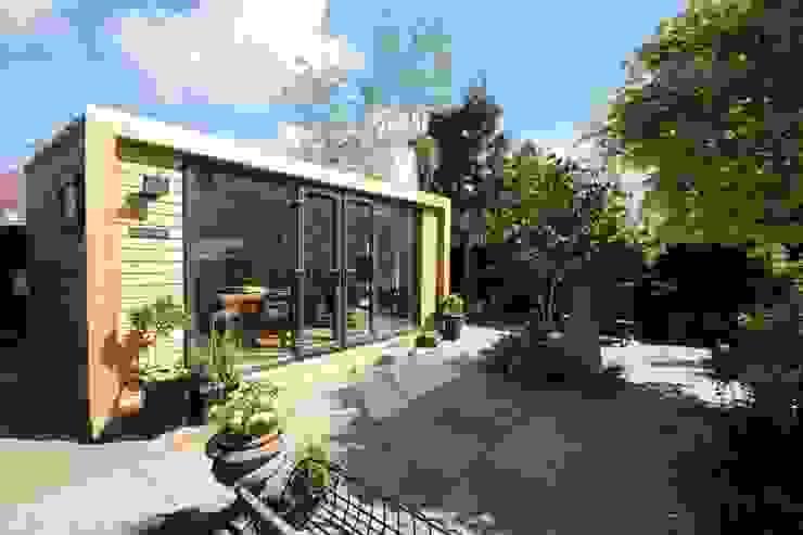 Artist's Studio by Green Retreats Modern study/office by Green Retreats Modern