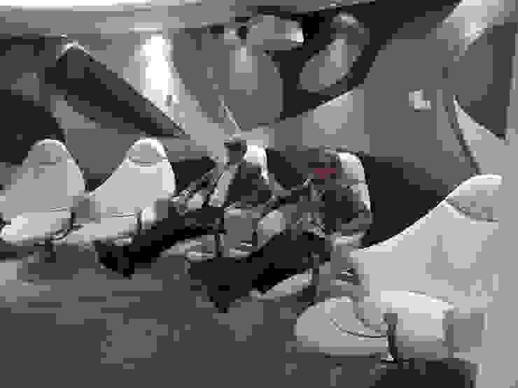 Salas multimédia modernas por Innenarchitektur und Design Dalpiaz Moderno