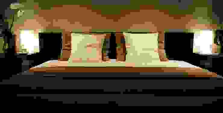 Sypialnia z kroplą romantyzmu Minimalistyczna sypialnia od Aleksandra Jaros Pracownia Architektury i Wnętrz Minimalistyczny