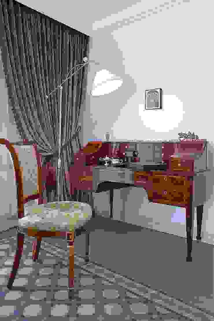 Секретер в гостиной комнате Гостиная в классическом стиле от ODEL Классический