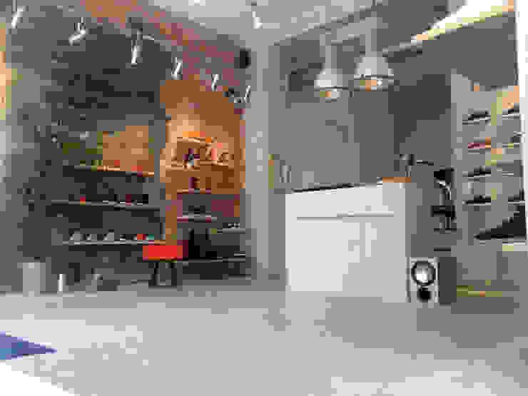 Interior Projects Industriële winkelruimten van Blom & Blom Industrieel