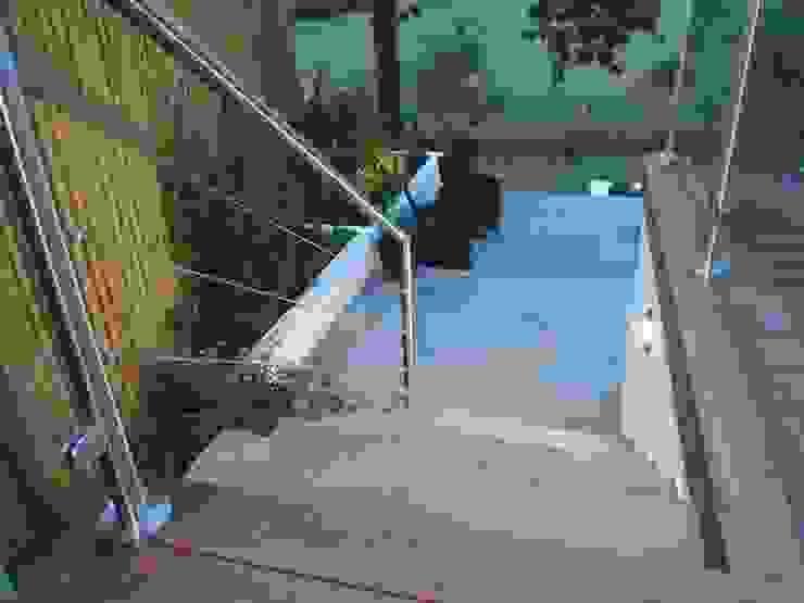 Beautifully crafted steps Modern balcony, veranda & terrace by Borrowed Space Modern