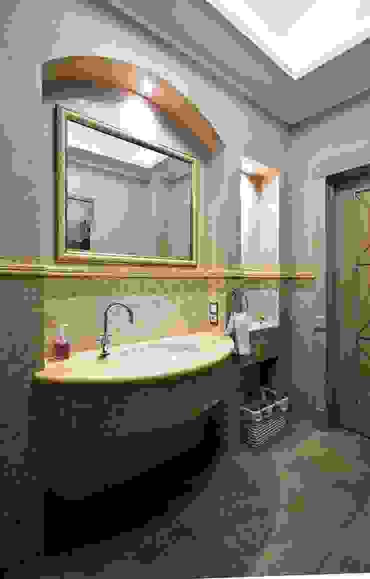 дом в колониальном стиле Ванная в колониальном стиле от freelancer Колониальный