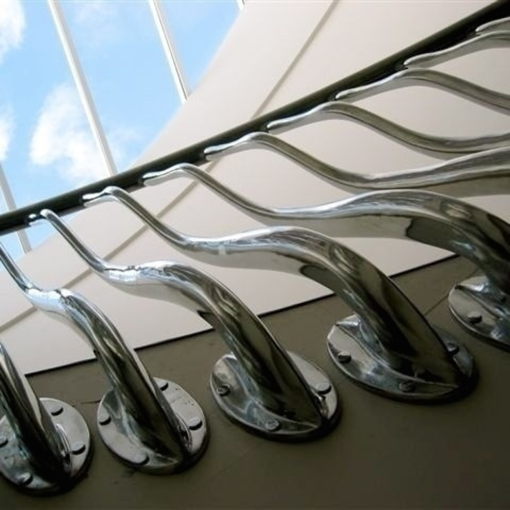 'Wave' sculptural balustrade in hand cast aluminium Modern corridor, hallway & stairs by Zigzag Design Studio (Sculptural Structures) Modern