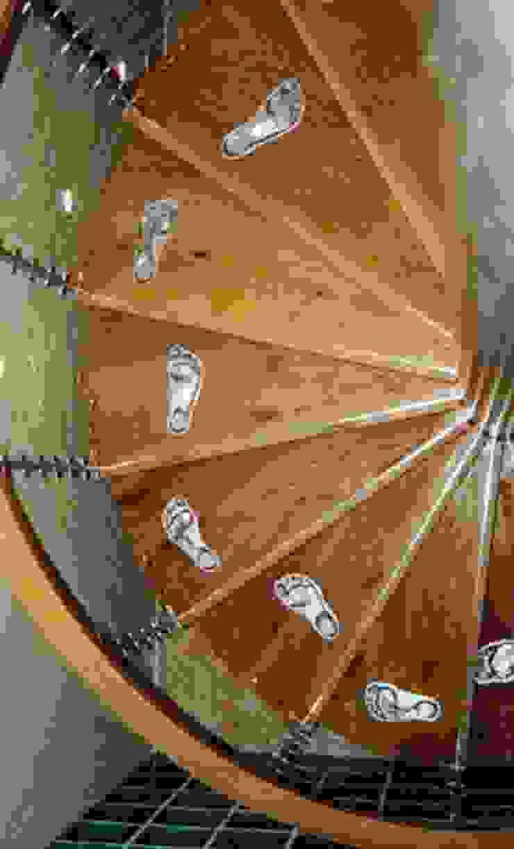 'Footprint' sprial staircase Modern corridor, hallway & stairs by Zigzag Design Studio (Sculptural Structures) Modern