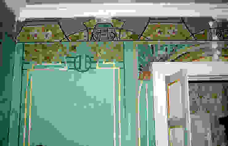 Paredes y pisos de estilo clásico de interiorstudio Clásico