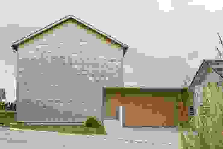 Haus Brunner Moderne Häuser von architektur + raum Modern