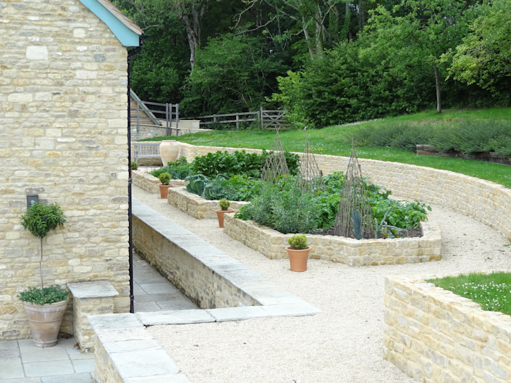 Somerset Farmhouse - Vegetable garden - View 1 Country style balcony, veranda & terrace by Laurence Maunder Garden Design & Consultancy Country