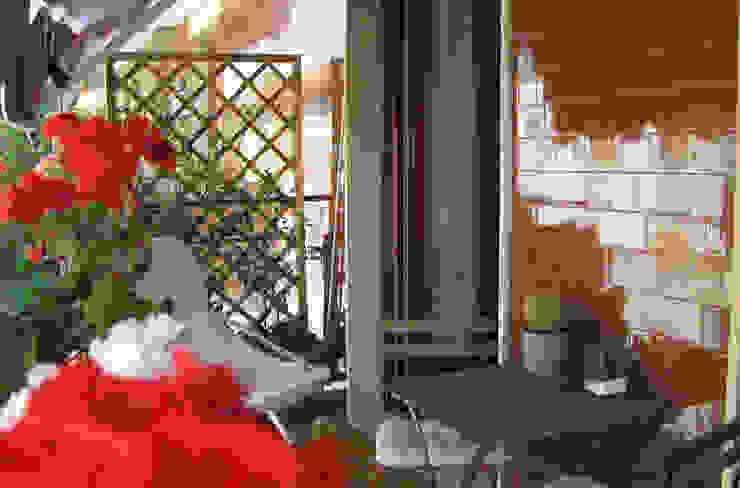 Casa EB Balcone, Veranda & Terrazza in stile moderno di studio di architettura cinzia besana Moderno