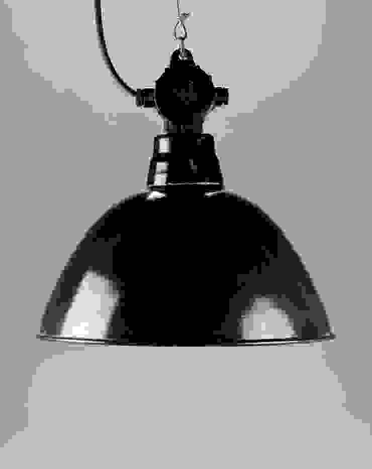 Black Swan van Blom & Blom Industrieel