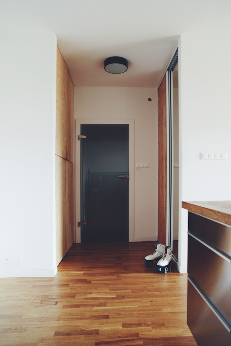 ofdesign Oskar Firek Plywood Warsaw hall Skandynawski korytarz, przedpokój i schody od OFD architects Skandynawski
