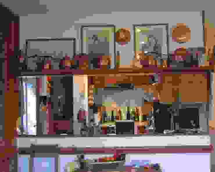 The kitchen - before Cocinas de estilo rústico de Cathy Phillips & Co Rústico