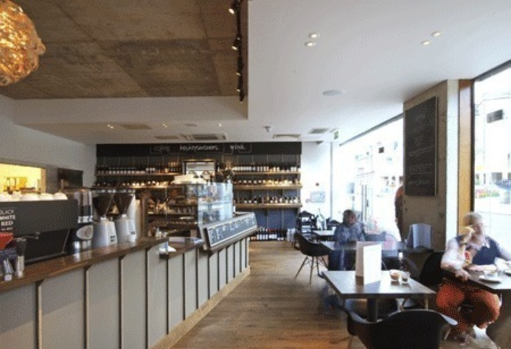 counter and seating area Modern bars & clubs by Engaging Interiors Limited Modern