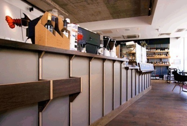 Counter joinery Modern bars & clubs by Engaging Interiors Limited Modern