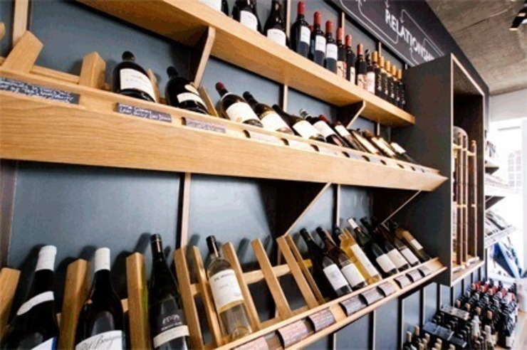 wine display Modern bars & clubs by Engaging Interiors Limited Modern