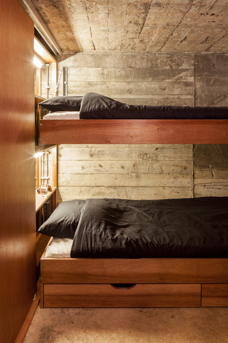 Industrial style bedroom by B-ILD Architects Industrial